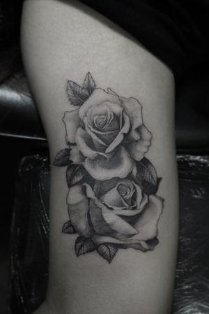 #blackngray #realistictattoo #rosetattoo #slimneedle #tattoo