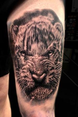 Angry tiger on thigh from yesterday. #tattoodo #blackandgrey #blackandgreytattoos #bngtattoo #bnginksociety #portrait #inksav #realism #artnerd #artcollective #darkartists #tattooed_body_art #tattooartists #superbtattoos #tattoorealistic #uktoptattooartists #killerinktattoo #prophetsandpoets #delmaytattoos #totaltattoomagazine #uktta #theblackandgreytattooleague #realistic.ink @tattoo.artists @uktta @realistic.ink @totaltattoo @killerinktattoo @ezcartridgecouk @tatts_hd @tattoo.artists @superb_tattoos @fkirons #leicester