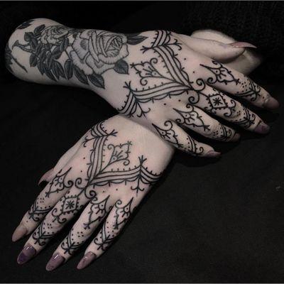 Tattoo by Ryan Jessiman #ryanjessiman #favoritetattoos #favorite #blackwork #linework #dotwork #floral #ornamental #fingertattoo #handtattoo #henna