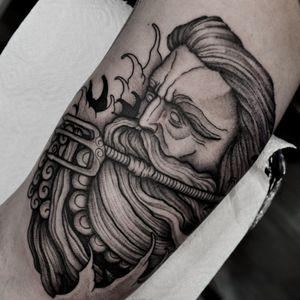#tattooidea #tattooes #tattoo #tattoodo #tattooist #tattoos #tattooed #tattooinspiration #tattoostyle #biomechtattoo #biomechanic #graphictattoo #graphic #dotworkers #dotworktattoo #blacktattoo #blackandgrey #blackandwhitephotography #tattooofaday #freehand #blackworkers #blackwork #blackworktattoo #onlythedarkest #onlyblackart #thedarkestwork #tattoospb