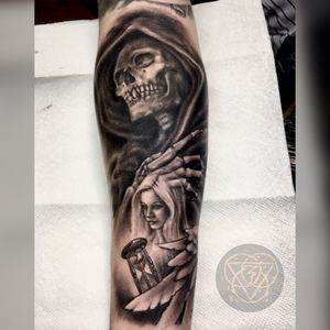 Had a killer time doing this Angel of death/Grim reaper piece. This was fun playing around with lighting!!👽✌️#grimreaper #angelofdeath #time #hourglass #portait #realism #blackandgrey #blackandgreytattoo #blackandgreytattoos #blackAndWhite #blackandgray #blackandgraytattoo #Texas #texastattoo #texastattooartist