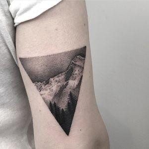 #singleneedle #landscape #mountains #slimneedle #fineline #blackandgrey