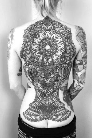 #geometric #pattern #floral #backpiece #blackwork #chubbyneedle