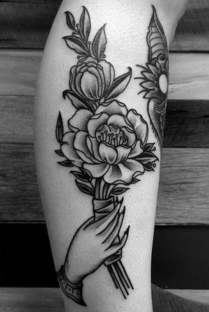 #flowertattoo #flowers #fourarrows #handtattoo #blackwork #linework #boldwillhold #blackink