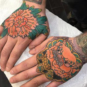 Tattoo by Koji Ichimaru #KojiIchimaru #Japanesetattoo #Irezumi #peony #handtattoos #color #foodog #shishi #coins