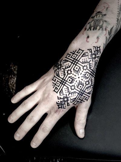 Polo's hand. #Noksi #noksitattoo #sacredgeometrytattoo #blackwork #ethnik #ornamental #blackworktattoo #ornamentaltattoo #bordeaux #frenchtattoo #linework #lineworktattoo