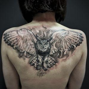 #owl #owltattoo #animal #wings #back #bigtattoo #realistic #realism #blackandgrey #madmamont