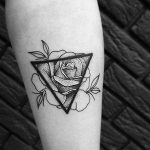 #тату #роза #trigram #tattoo #rose #inkedsense #tattooist #кольщик