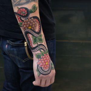 #andreivintikov #snaketattoo #snake #flower #traditionaltattoo