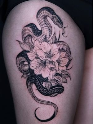 Tattoo by Girin Tattoos #Girin #Girintattoos #coolesttattoos #cooltattoo #favoritetattoo #besttattoo #flower #floral #illustrative #linework #snake #reptile #nature #animal