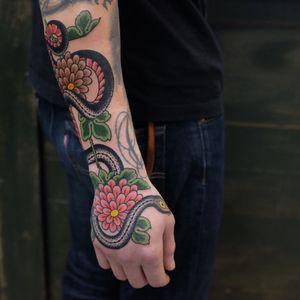 #andreivintikov #snake #flower #traditionaltattoo #jobstopper