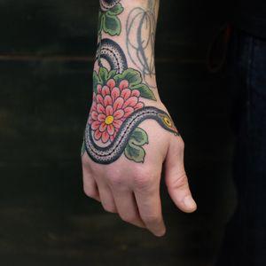 #andreivintikov #traditionaltattoo #flower #snake #jobstopper