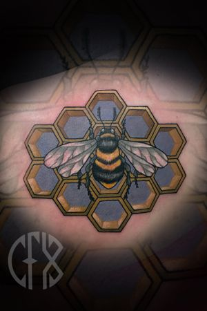 A sweet bee with some 3D honey comb! Visit my website to book! www.cfxink.com