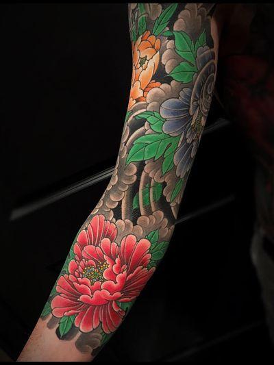 Tattoo by Matt Beckerich #MattBeckerich #Japanese #Irezumi #FountainheadNY #color #peony #flower #floral #clouds