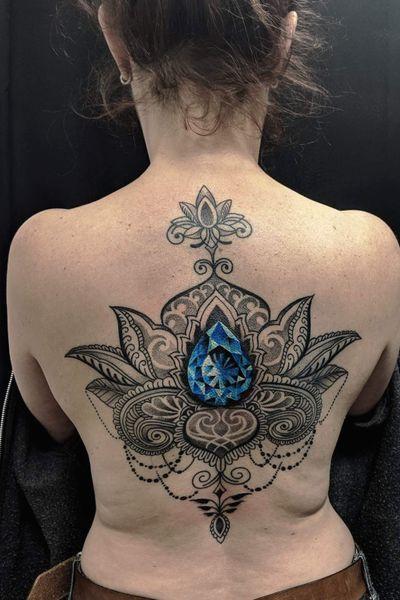 Finished this #bongostyle #ornamentaltattoo #lotustattoo with a blue #crystal centerpiece - mostly healed. Thank you for looking. #bongostyletattoo #obitattoo #tattoo #mannheimtattoo #mannheim #germanytattoo #kolkatatattoo #indiantraditionaltattoo #Indiantattoo #indiatattoo #backtattoo #jewelry #jewelrytattoo #geometrictattoos #tatowiermagazin #tattoolife #inkedgirls @trust_mannheim @cleanyskin_tattoo_wipes @squidster_skinmarker @tatowiermagazin @stockholminkbash