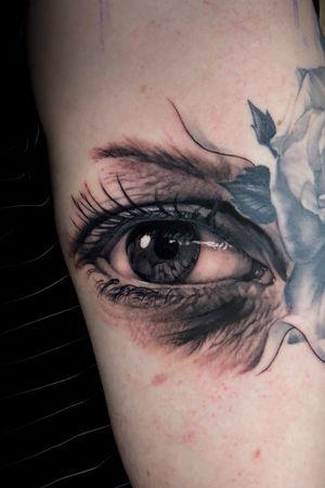 Realistic eye #eyetattoo #TattooSleeve #hyperrealism #realism #blackandgreytattoo #blackandgrey #austintx #ATX #austin #texas