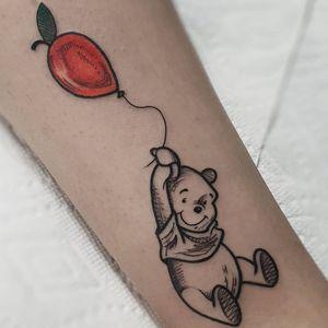 Tattoo by Michela Bottin #MichelaBottin #winniethepoohtattoos #winniethepooh #childrensbooks #cartoon #animated #disney #disneytattoo #balloon #apple #illustrative
