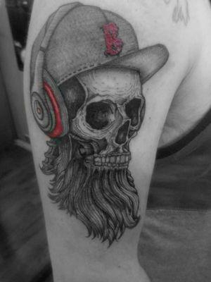 Calavera. #CalaveraTattoo #craneo #sketchtattoo #blackandgreytattoo #coveruptattoo #beats #barbados #skeleton #girltattooartist #roxxaiin