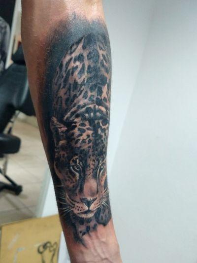 Trabajo realizado en buenavida tattoo . . . #tattoolife #tattuaggio #tattooed #tattoo #tats #tatuaje #leopard #leopardo #kitty #cat #kot #кот #мойкот #blackandgrey #realistic #cordoba #argentina