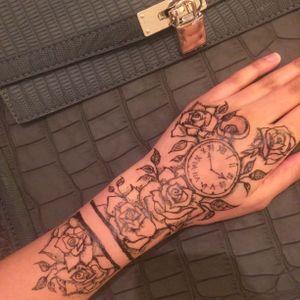 Instagram : @raeesashenna.x #watch #rosetattoo #blackandgrey #henna #mehndi #rose #wrist