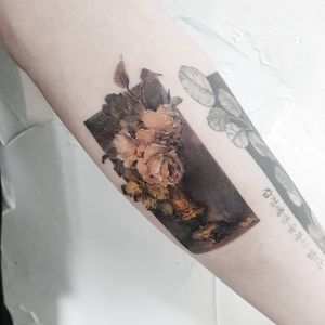 Tattoo by Ziho #Ziho #squaretattoos #square #shape #framed #frame #realism #fineart #flower #floral #rose #vase #painting #watercolor