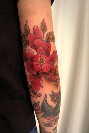 Elbow botan flower. #colortattoo #colorart #tattooart #tattooing #koreatattoo #flowertattoo #flowerdesign