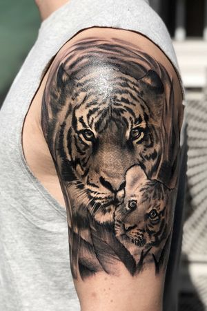 mom tiger & baby tiger #tigertattoo #tiger #babytiger #koreatattoo