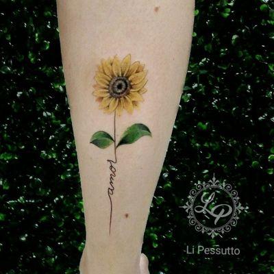 Girassol para florir nosso dia! @li.pessutto #lipessutto #sunflower #sunflowertattoo #flowers #tattoocolors #girassol #tatuagemcolorida #GirassolTattoo
