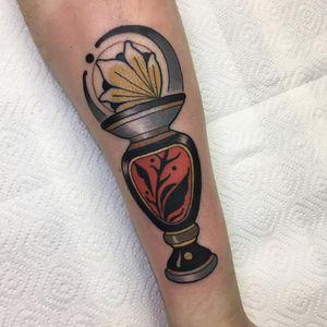 #fog_ars #ink #tattoo #traditional #traditionaltattoo #neotraditional #neotrad #neotradeu #neotradsub #neotraditionaltattooers #ntgallery #neotradtattoo #evolvedmagazine #tttism #tattoodo #urn #vase #flower