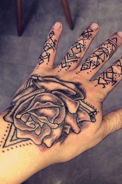 #hand #handmade #finger #fingertattoo #handpoke #rose #tattooart #triangle #traditional #tattooartist #linework #lines #flower