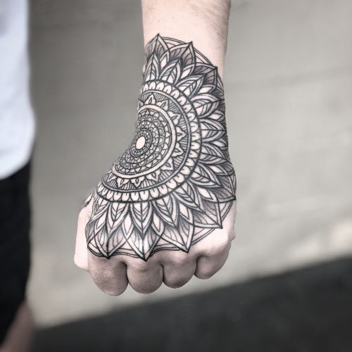 #handtattoo #mandala #mandalatattoo #patternwork