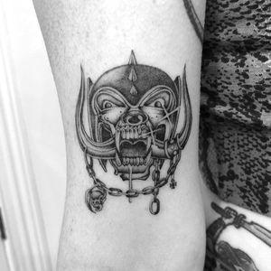 Tattoo by Spider Sinclair #SpiderSinclair #rockandrolltattoos #musictattoo #rockandroll #music #70s #80s #famous #portraits #blackandgrey #illustrative #oldschool #motorhead #skull #horns #chain