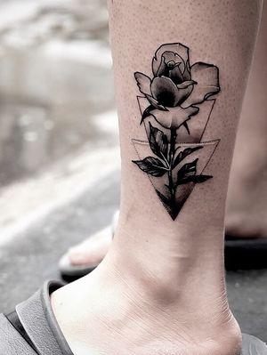 #illusttattoo #triangle #rose #koreatatts #seoultattoos #tattooing#tattoodo