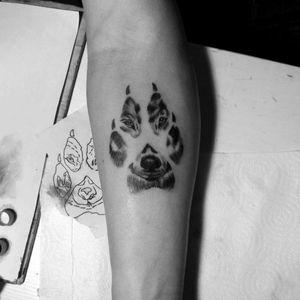 #tattoos #pawprint #wofl #blackandgreytattoo #realism #tatuaje #Huellas #lobo #realismo #jaser #tattoo #ink #MexicoCity