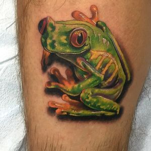 Green tree frog done on the side of a calf.