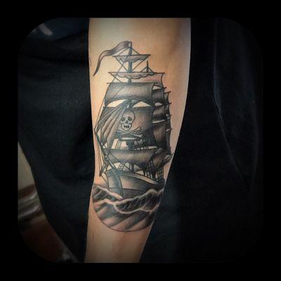 Pirate ship. #ship #pirate #pirateship #blackandgrey