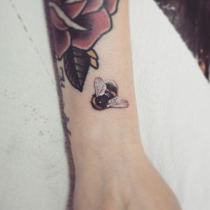 #тату #шмель #trigram #tattoo #bumblebee #inkedsense #tattooist #кольщик