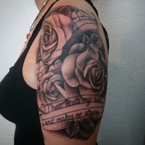 Music notes and roses 😎✌🏼💉💉Entre Lagos Tattoo & Art Gallery interlaken.Centralstrasse42 WhatsApp :079 448 35 83 Facebook :JAIRO_RAMIREZART Www.entrelagostattooartgallery.com Jairoramirezart@gmail.com #jairoramirezart #blackandgrey #blackandgreytattoo #tattoo #blackandgreytattoos #tattooer #rosestattoos #rosestattoo#photooftheday