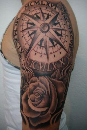 Compass and roses. 😎 ✌🏼 💉 💉 Entre Lagos Tattoo & Art Gallery Centralstrasse 42 Interlaken switzerland WhatsApp :079 448 35 83 Facebook :jairo ramirez art Instagram :JAIRO_RAMIREZART Www.entrelagostattooartgallery.com Jairoramirezart@gmail.com #jairoramirezart #blackandgrey #blackandgreytattoo #tattoo #blackandgreytattoos #tattooer #rosestattoos #rosestattoo #compasstattoo#photooftheday