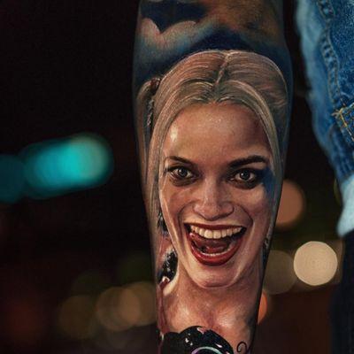 Tattoo by Yomica #Yomico #movietattoos #filmtattoos #movie #film #color #realism #realistic #hyperrealism #SuicideSquad #harleyquinn #portrait #MargotRobbie