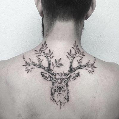 #photooftheday #tatouage #tattoo #deer #deertattoo #cerf #cerftattoo #petitspoints #dot #dots #dotwork #dotworktattoo #dottattoo #stipple #stippletattoo #mentattoo #graphic #graphictattoo #lespetitspointsdefanny #tattoolausanne #lausanne