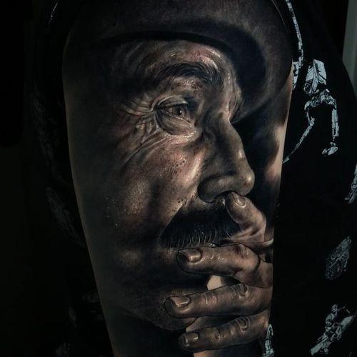 Tattoo by Fred Thomas #FredThomas #movietattoos #filmtattoos #movie #film #blackandgrey #realism #realistic #hyperrealism #DanielDayLewis #ThereWillBeBlood #portrait