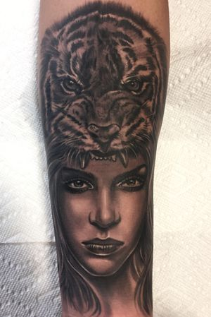 Girl and tiger headrest black and gray realism