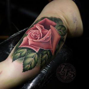 Tattoo by Liz Venom #LizVenom #valentinesdaytattoos #valentinestattoos #valentinesday #valentines #love #realistic #realism #rose #flower #floral #leaves #color