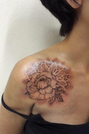 #flowertattoo #mandalatattoo #pontilhismotattoo #tattooartist