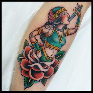 Fakir woman tattoo 2018 #fakirtattoo #gipsytattoo #traditionaltattoo #romatattoo #rosetattoo