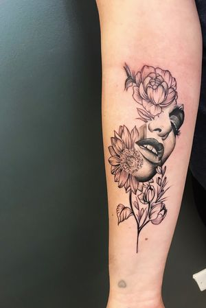 Afternoon floral piece for the lovely Annie, thank you for the great company, what a nice way to spend my birthday 🎂 . . . #wip #ttism #ttt #tattoodesign #tattooidea #lineworktattoo #tattooage #tattooflash #black #iblackwork #blxckink #dotwork #london #blackndark #londontattoo #blacktattoomag #txttoo #coverup #bodyartmag #femaletattooartist #ttblackink #blackworkerssubmission #onlythedarkest #uktta #freestyle #radtattoos #abstracttattoo #abstractart #abstractartist #watercolor @theartoftattooing @uktta @tattooistartmag @theartoftattoos @tattoo.hub @tattoodo @watercolourtattoos @colorful.tattoos @londontattooguide @tattoosnob @tattoos_of_insta_bme @avantgardetattoo.official @tattoolifemagazine