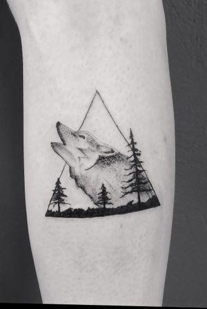 A wolf #wolf #blackandgrey #tattooartist #leg #trees