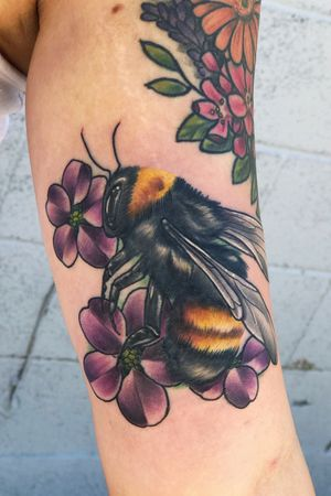 Its a bee!!