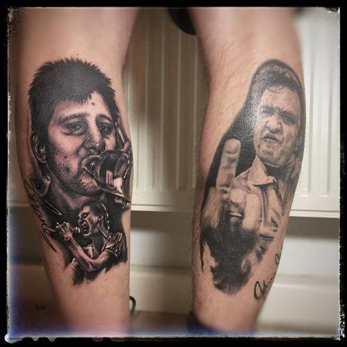 #whiskyinthejar In diesem Sinne schönes Wochenende... . 📷@crazy.ink.tattoo.berlin . Infos wie immer 017627112764 auch WhatsApp...⠀⠀ . https://crazy-ink-tattoo.de . https://facebook.com/crazy.ink.tattoo.berlin . https://instagram.com/crazy.ink.tattoo.berlin . https://plus.google.com/+CrazyInkTattooBerlin . . . . #tattoo #tattoos #berlin #tattooberlin #berlintattoo #tattoomoabit #tattooshopberlin #crazyink #crazyinkberlin #crazyinktattoo #crazyinktattooberlin #tattoist #berlintattooer  #berlintattooartist #berlintattooartists #bodyart #tattooart #tattooideas #blackandgreytattoos #blackandgreytattoo #menwithtattoo #realistictattoo #portraittattoo #realismtattoo #thepogues #poguestattoo #shanemacgowan #johnnycashtattoo #cashtattoo